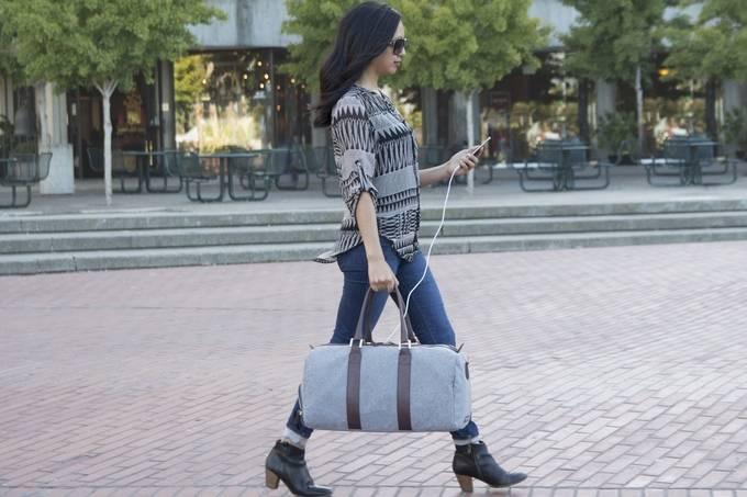 Bolsa com Carregador de Celular | Emery & Oak - Imagem - 3