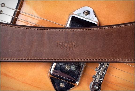 3902_1414189632_correira-de-couro-img-tanner-goods-guitar-strap-6.jpg - - Imagem - 6