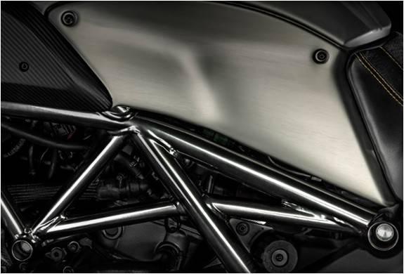 3948_1415402635_ducati-diavel-titanium-8.jpg - - Imagem - 8
