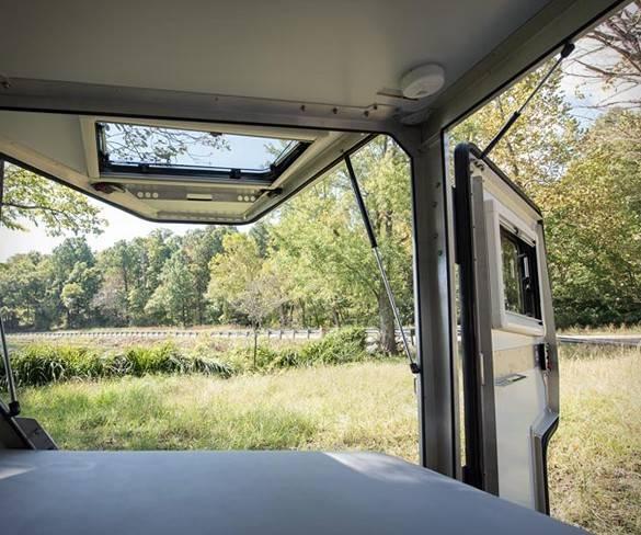 5530_1491425945_tigermoth-trailer-6.jpg - - Imagem - 6