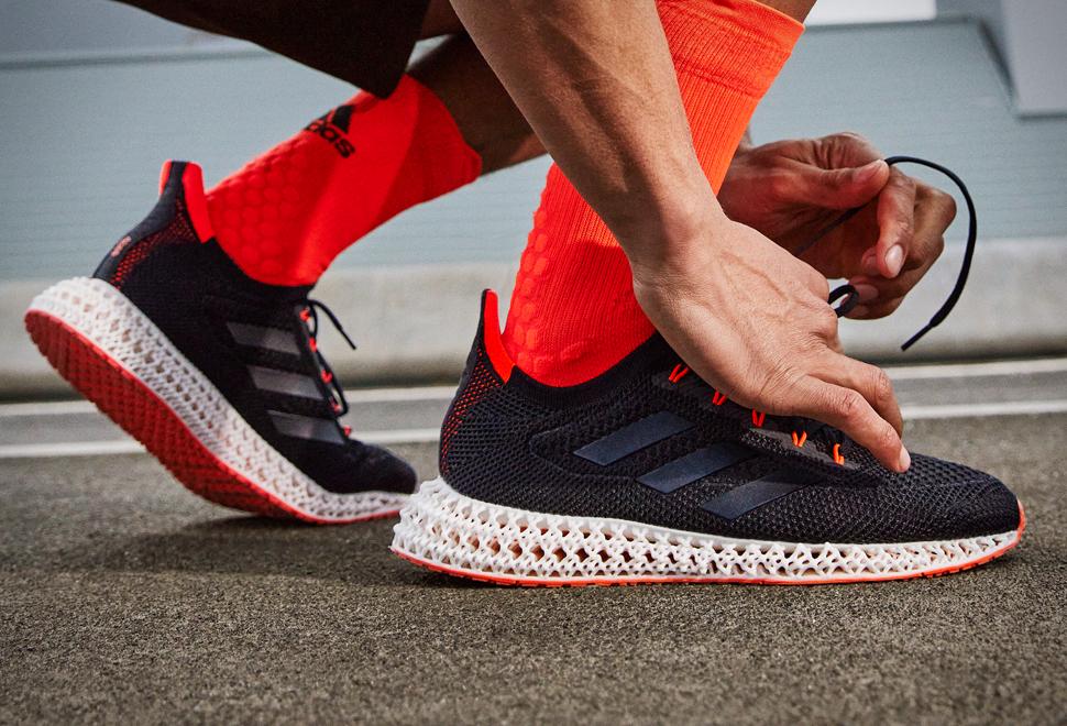 A Adidas apresentou seu tênis de corrida mais avançado até o momento - 4DFWD Shoes - Imagem - 1