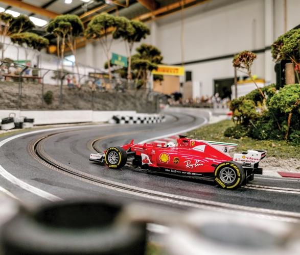 formula-1_slot-car-racetrack-9.jpg - - Imagem - 10