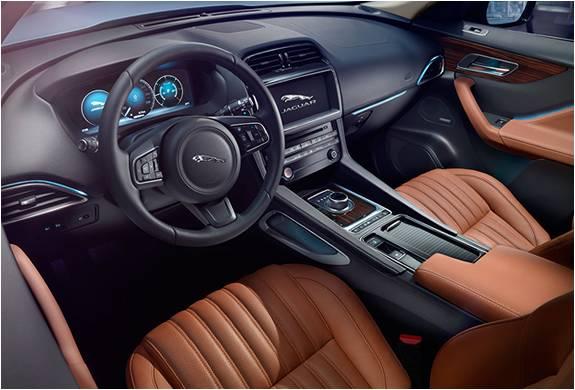 SUV Jaguar F-Pace - Imagem - 4