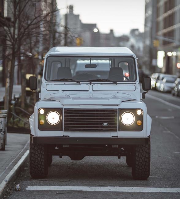 Land Rover Defender Personalizada em Branco - Imagem - 4