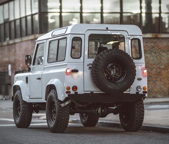 Land Rover Defender Personalizada em Branco - Imagem - 2