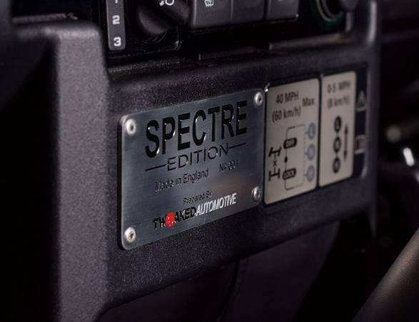 Land Rover Defender | Tweaked SPECTRE - Imagem - 5