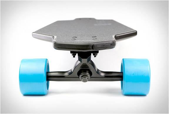 Skate Elétrico - O Mais Leve, Mais Rápido e Mais Avançado Skate Elétrico do Mundo - Marbel - Imagem - 4