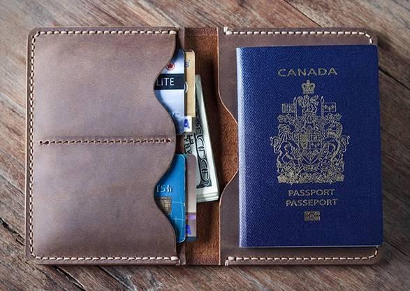 Carteira Passaporte em Couro | JooJoobs - Imagem - 2