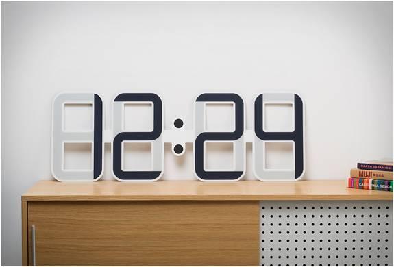 rel gio de parede digital clockone. Black Bedroom Furniture Sets. Home Design Ideas