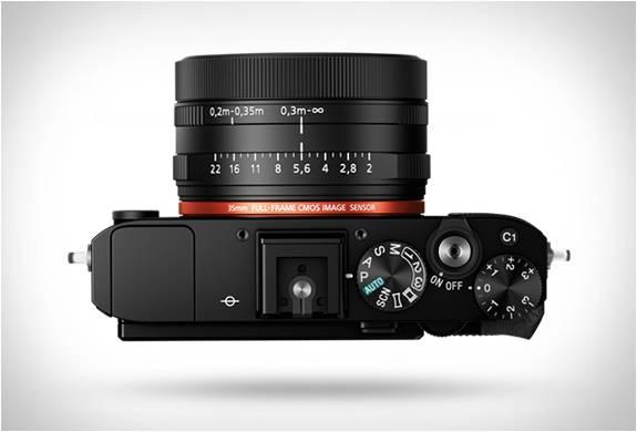 Câmera espetacular do tamanho da palma da mão - RX1R II - Sony - Imagem - 2