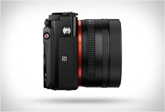 Câmera espetacular do tamanho da palma da mão - RX1R II - Sony - Imagem - 3