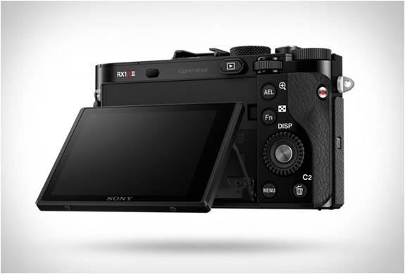 Câmera espetacular do tamanho da palma da mão - RX1R II - Sony - Imagem - 4