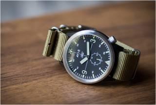 Relógio Avi-8 X - Worn & Wound