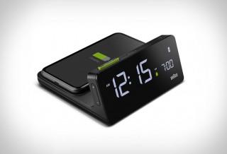 Despertador digital que também funciona como carregador sem fio - Braun BC21