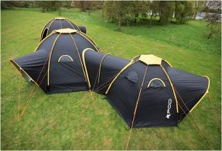 Sistema de Acampamento com Tendas Conectadas