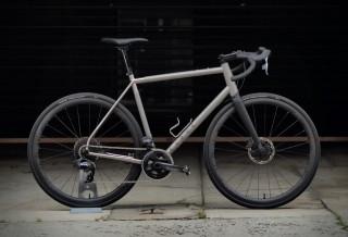 Bicicleta versátil, rápida, todo terreno - Curve All-Road Titanium Road Bike