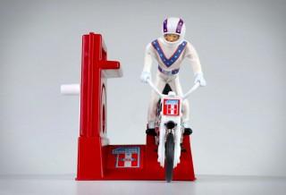 Um dos brinquedos mais cobiçados da década de 1970 foi o lendário Evel Knievel Stunt Cycle