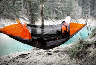 Barraca de acampamento em forma de Rede - FLYING TENT