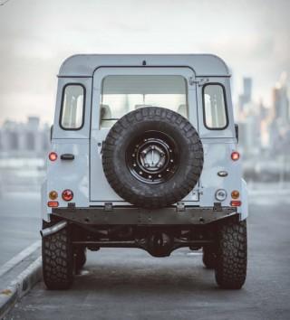 Land Rover Defender Personalizada em Branco - Imagem - 5
