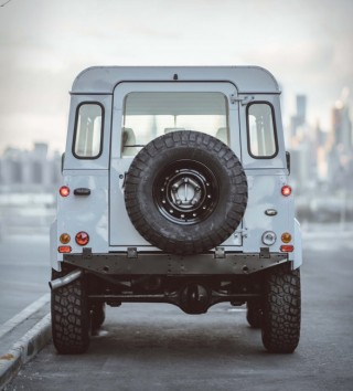 Land Rover Defender Personalizada em Branco - Imagem - 3