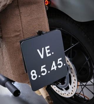 Moto Comemorativa - Triumph Bonneville VE Day Commemorative Bike - Imagem - 3